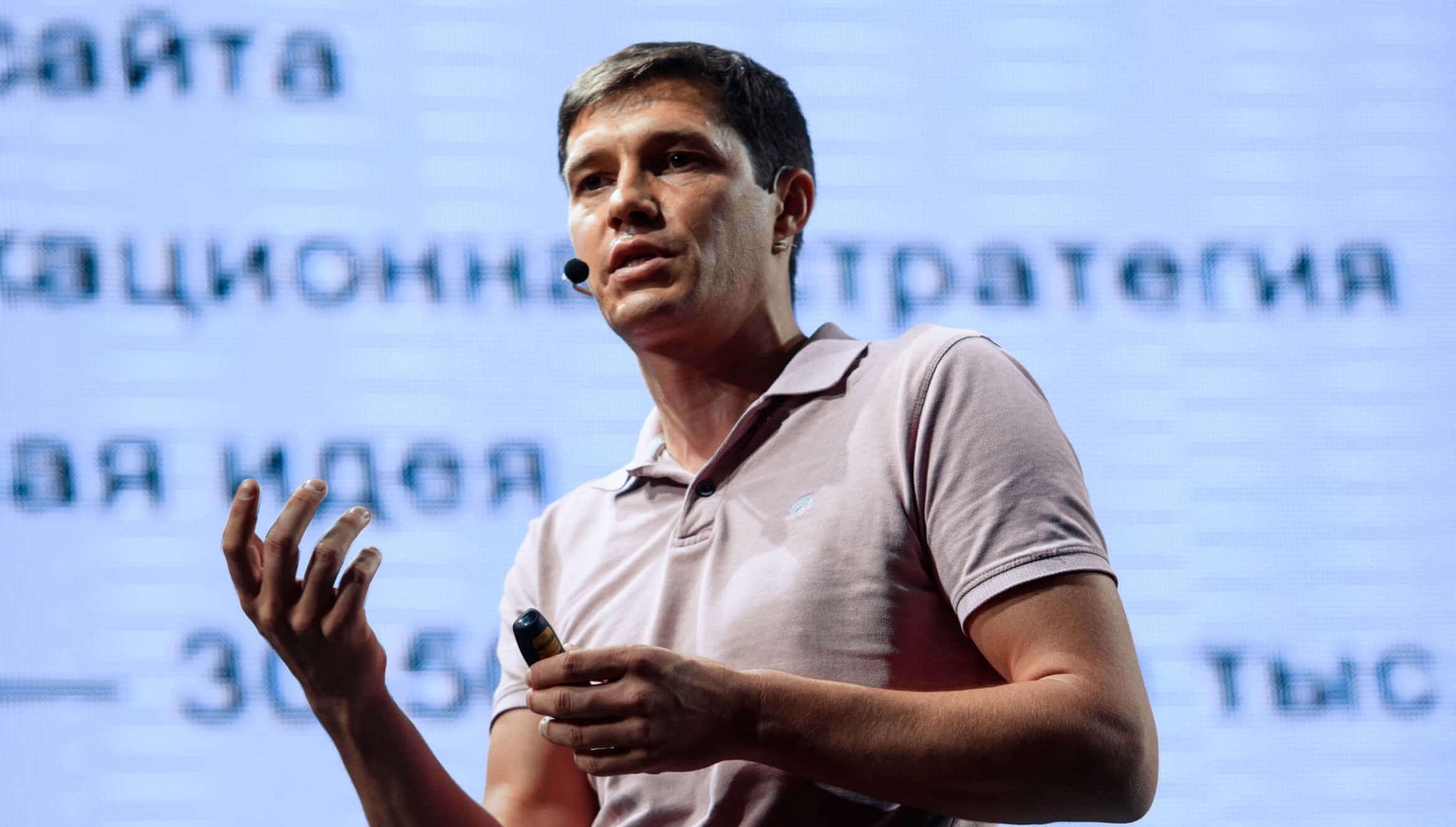 Артур Михно на конференции 8Р