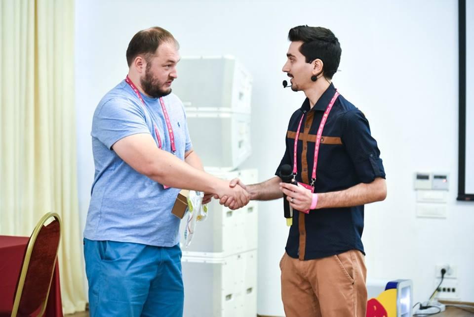 Дмитрий Бондарь на конференции 8P